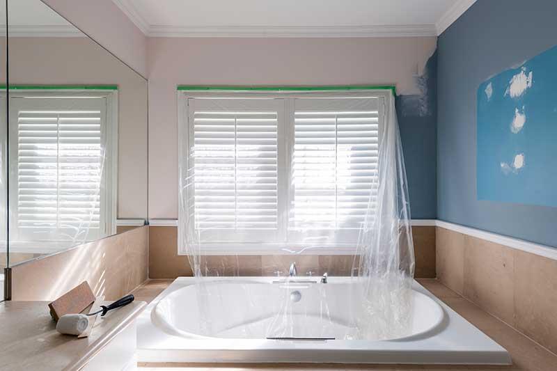 Pintura Esmalte en baños -Pintado de viviendas - Albertdecopaint